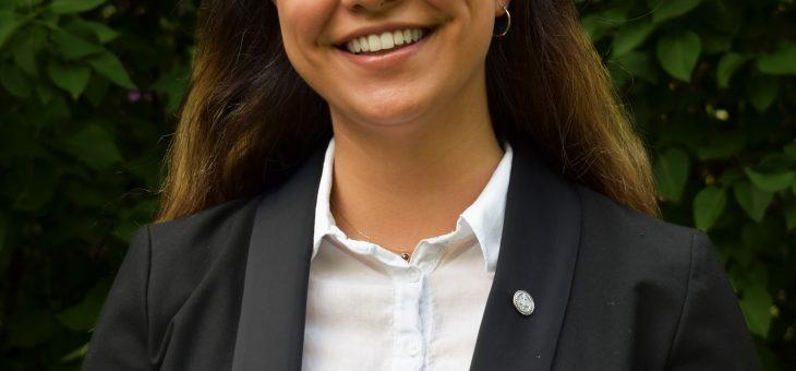 Möt Ava Baghchesara